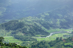 Bei montagne e fiume in valle di Pokhara Fotografie Stock