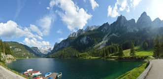 Bei montagne e lago delle alpi austriache Immagini Stock