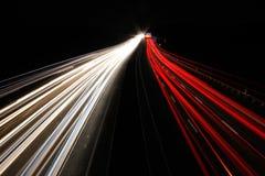 Bei Nacht/autopista sin peaje del Autobahn en la noche imagen de archivo libre de regalías