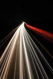 Bei Nacht/autopista sin peaje del Autobahn en la noche fotografía de archivo