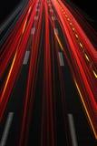 Bei Nacht/autopista sin peaje del Autobahn en la noche fotos de archivo
