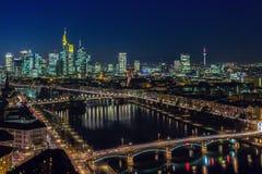 Bei Nacht van Frankfurt Stock Foto
