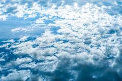 Bei nubi e cielo immagini stock