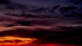 Bei nuvole di tramonto e timelapse di colore video d archivio