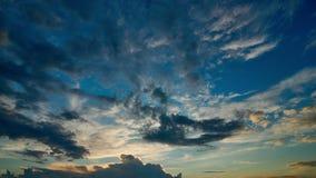 Bei nuvole di tramonto e timelapse di colore stock footage