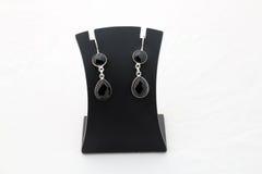 Bei orecchini neri dell'argento della pietra preziosa Immagini Stock Libere da Diritti