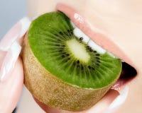 Bei orli e kiwi delizioso Immagine Stock