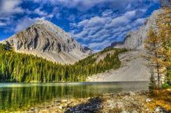 Bei paesaggi della montagna di caduta Fotografie Stock