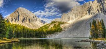 Bei paesaggi della montagna di caduta Immagini Stock Libere da Diritti