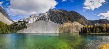 Bei paesaggi della montagna di caduta Fotografie Stock Libere da Diritti