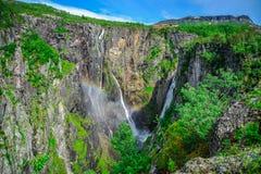 Bei paesaggio e paesaggio della scogliera della cascata, Norvegia Fotografia Stock Libera da Diritti