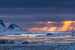 Bei paesaggio ed alba nella mattina con drammatico nuvoloso Immagini Stock Libere da Diritti