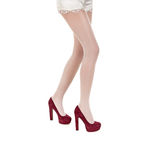 Bei piedini femminili in calze Fotografia Stock Libera da Diritti