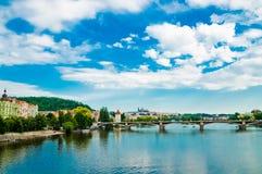 Bei ponti e banchine di Praga - Fotografia Stock