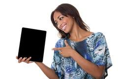 Bei punti della donna ad un calcolatore del ridurre in pani. Fotografia Stock Libera da Diritti