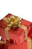 Bei regali rossi di natale con l'arco dell'oro Fotografia Stock Libera da Diritti