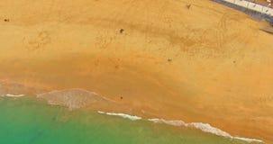 Bei spiaggia e mare in San Sebasian, in Spagna stock footage