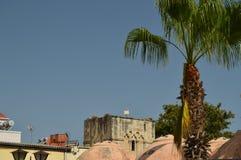 Bei, tetti variopinti e arcati tipici di Chania Viaggio di architettura di storia Fotografia Stock