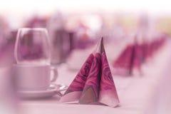 Bei tovaglioli sul ristorante da portare in tavola per l'affare Fotografia Stock