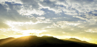 Bei tramonto e cloudscape fotografia stock libera da diritti