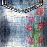 Bei tulipani rossi sul fondo dei jeans Immagini Stock Libere da Diritti