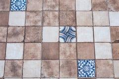 Bei vecchi modelli della parete della piastrella di ceramica nel pubblico del parco Fotografie Stock Libere da Diritti