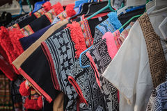 Bei vestiti tribali tailandesi e stile tribale del tessuto nel nessun Fotografia Stock Libera da Diritti