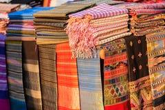 Bei vestiti tribali tailandesi e stile tribale del tessuto nel nessun Fotografie Stock Libere da Diritti