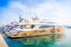 Bei yacht moderni a porto marittimo sul Cote d'Azur, Francia, Europa Immagine Stock Libera da Diritti