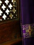 Beichtstuhl in der Kirche Stockbilder