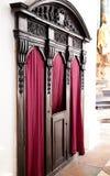 Beichtstuhl, Konfessions in der katholischen Kirche von Salzburg, Österreich Lizenzfreie Stockbilder
