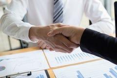 Beide Geschäftsmänner haben die höchste Rückkehr im Land erzielt lizenzfreies stockfoto