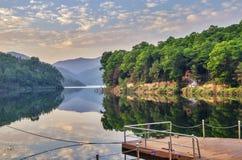 Beide Seiten des Flusses Lizenzfreie Stockfotografie