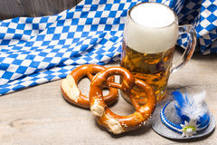 Beierse biermok en pretzels Royalty-vrije Stock Foto