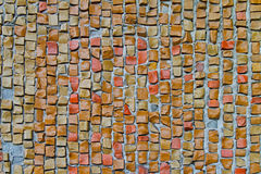 Beige alte Steinmosaikfliesen auf der Wand Lizenzfreie Stockbilder