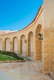 Beige architecturale bogen in perspectief royalty-vrije stock fotografie