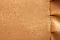 Beige bakgrund för läder med kråset Royaltyfria Foton