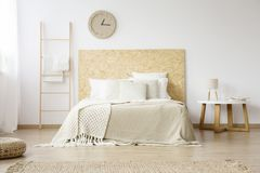 Free Beige Blanket On White Bed Stock Photography - 107726272