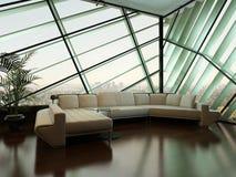 Beige Couch gegen extravagantes Designfenster Stockfotos