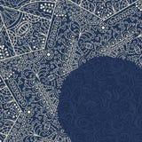 Beige Einladungs-Karte Browns mit Spitze Mandala Decoration Lizenzfreie Stockfotos