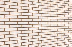 Beige fijn bakstenen muurperspectief als achtergrond Stock Fotografie
