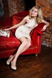 beige klänningflicka Royaltyfri Foto