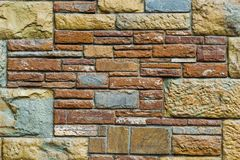 Beige och röd stenfasadgarnering för bakgrund - Royaltyfria Foton