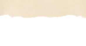 Beige papper med den rivna kanten på white Royaltyfria Bilder