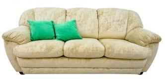 beige sofa Mjuk velourtygsoffa Klassisk modern soffa på isolerad bakgrund Arkivfoton