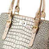 Beige weibliche Handtasche lokalisiert auf weißem Hintergrund Lizenzfreie Stockfotografie