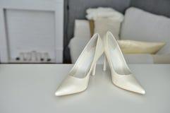 Beigea skor för kvinna` s arkivbilder
