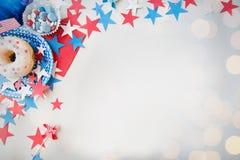 Beignet avec des sucreries et des étoiles le Jour de la Déclaration d'Indépendance Photo stock