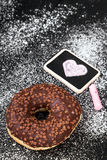Beignet avec du chocolat Photographie stock libre de droits