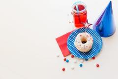 Beignet avec du jus et des sucreries le Jour de la Déclaration d'Indépendance Photo stock
